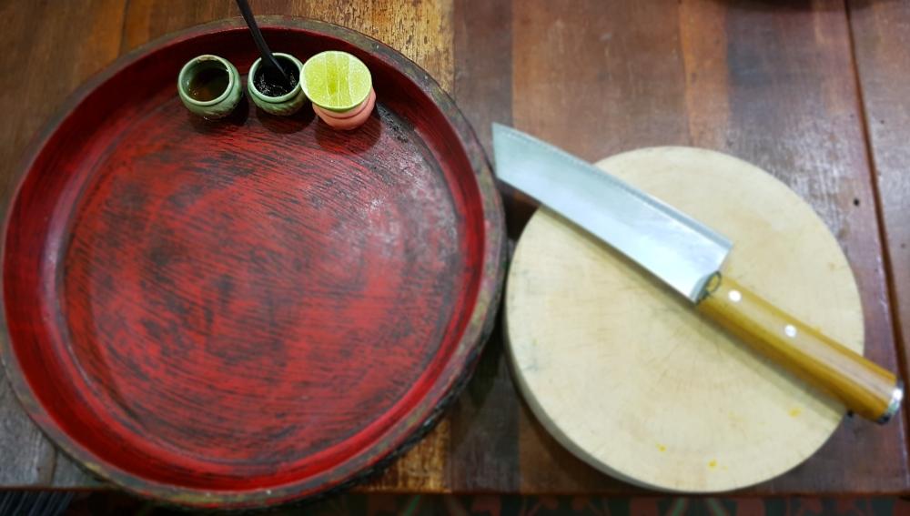 Giant knife Trazy - Thailand Silom Thai Cooking School Class in Bangkok!